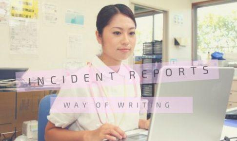 パソコンをする看護師